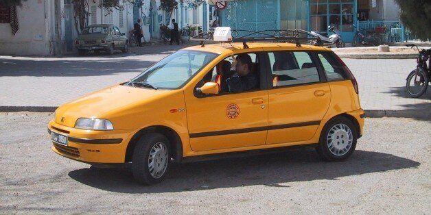(GERMANY OUT) Taxi in der tunesischen Inselhauptstadt Houmt Souk Taxi; Tunesien . (Photo by Heuser/ullstein...