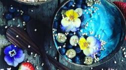 Les plats se colorent de bleu sur Instagram grâce à la