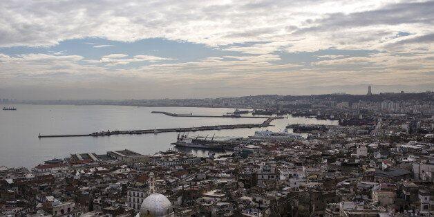 Une vue sur le port d'Alger et la Casbah, photo