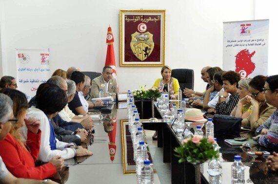 Signature d'une convention entre le ministère de la Femme, de la famille et de l'enfance et l'association...