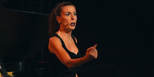 Leila Toubel virulente et drôle dans