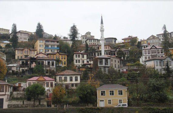 Deux architectes sont partis à la découverte des maisons rurales orientales, du Maroc au