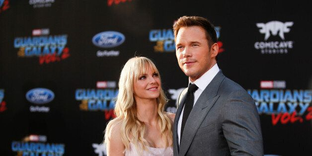 Chris Pratt (R) poses with his wife Anna Faris as they attend a premiere of the