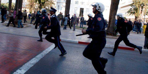 Des policiers marocains lors d'une manifestation à Rabat, en