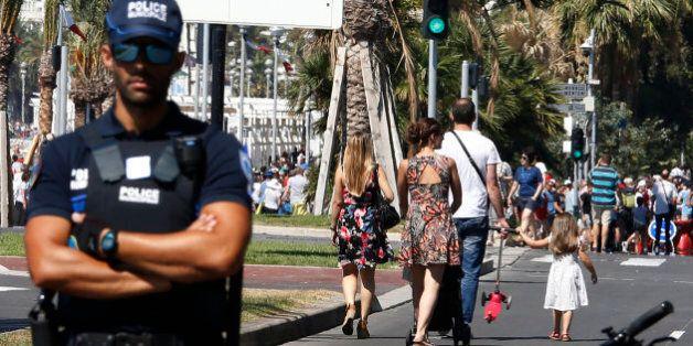 Des photos de l'attentat de Nice publiées dans Paris Match indignent les victimes, le magazine invoque...