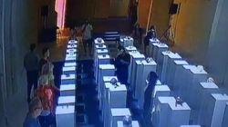 Cette femme ruine 170.000 euros d'œuvre d'art en tentant de prendre un