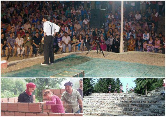 A Béjaïa, des bénévoles construisent un théâtre en plein air