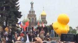 Comment un canard gonflable est devenu le symbole des manifestations