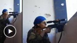 Lors de la bataille de Raqqa, la réaction de cette combattante anti-Daech suscite