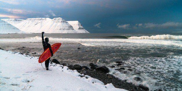 Les plus belles vagues de l'Islande sous la lentille du photographe et explorateur Chris