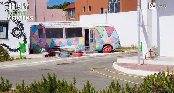 Tunisie: Des jeunes de Zarzouna transforment un bus calciné en bibliothèque colorée (VIDÉO,