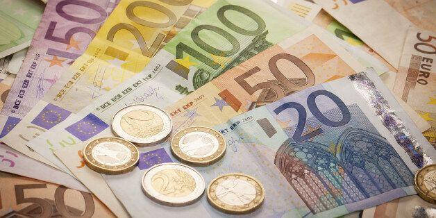 Un Espagnol qui cachait 79.000 euros dans ses affaires arrêté par la douane