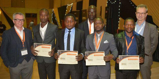 Les gagnants Anderson Diédri et Arison Tamfu aux côtés des finalistes Dayo Oketola et Phathizwe Mongezi...