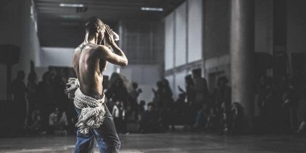Quand le danseur tunisien Rochdi Belgasmi introduit le Rboukh au Palais de Tokyo à