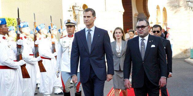 Le roi d'Espagne Felipe VI et sa femme Letizia reçus par le roi Mohammed VI, à leur arrivée au Palais...