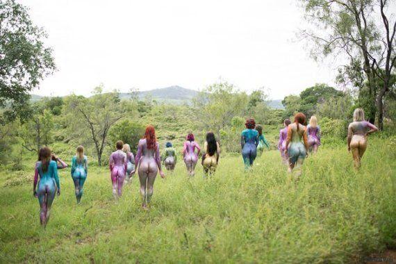 Nues et pailletées, elles se réjouissent de la diversité des corps des