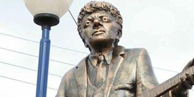 La statue de Lounès Matoub fait polémique: