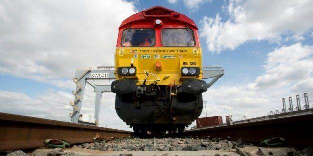 Le premier train direct de Londres est arrivé en