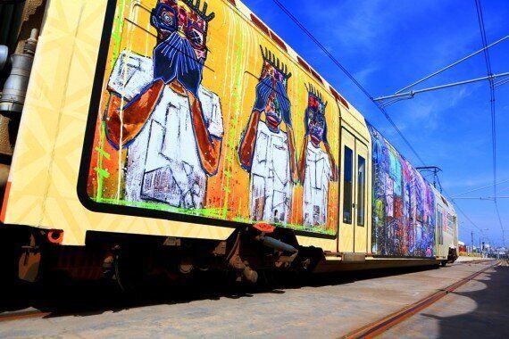 Un train aux couleurs de l'Afrique habillé par l'artiste ivoirien Médéric