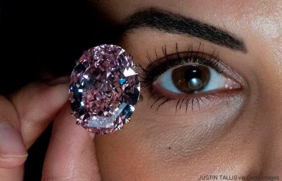 Le diamant Pink Star vendu pour un record de 71,2 millions de