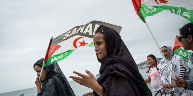 Hunndrends of people demonstrate to defend human rights in Western Sahara and call independency and freedom...