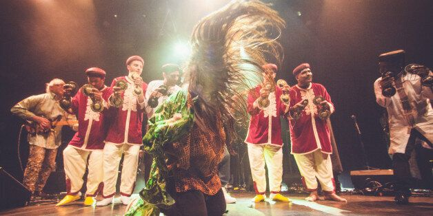 Hindi Zahra et une troupe de gnaouas au Bataclan, Paris, 27 mars