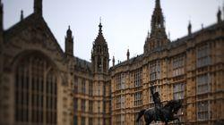 Le Royaume-Uni interdit aux députés d'employer un