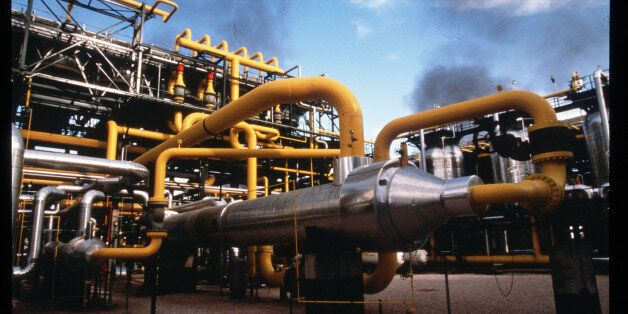 306260 34: Pipes carry oil at the southern complex refinery June 15, 1997 in Hassi Messaoud, Algeria....