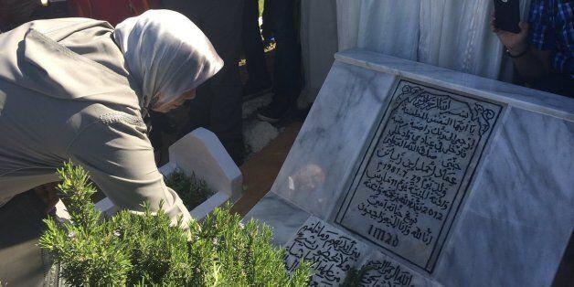 L'émotion de la mère d'Imad Ibn Ziaten, 5 ans après son assassinat par Mohamed