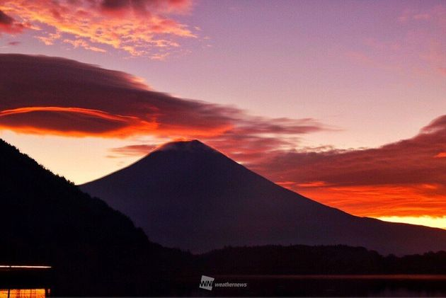 朝焼け富士山と吊るし雲 静岡県富士宮市より(24日5時過ぎ頃撮影)