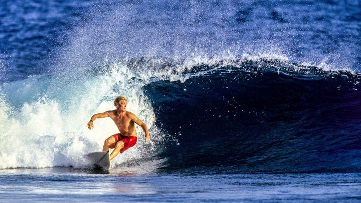 こんな風に波に乗れたら気持ちいいだろうなぁ…