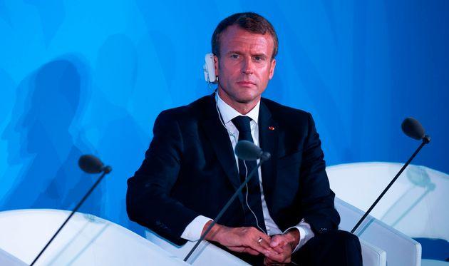 Depuis New York, Emmanuel Macron a réagi à la plainte déposée par seize jeunes,...