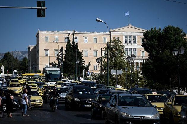 Αυξημένη κίνηση στους δρόμους λόγω της απεργίας σε μέσα μαζικής