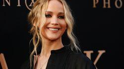 Tappeto per yoga, crema per pelli secche, tv: la lista nozze (su Amazon) di Jennifer