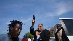 Parlamento sotto assedio, il senatore di Haiti spara in aria per uscire e colpisce un