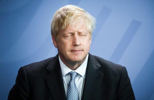 Brexit: Boris Johnson (ici à Berlin le 21 août) désavoué par la Cour...