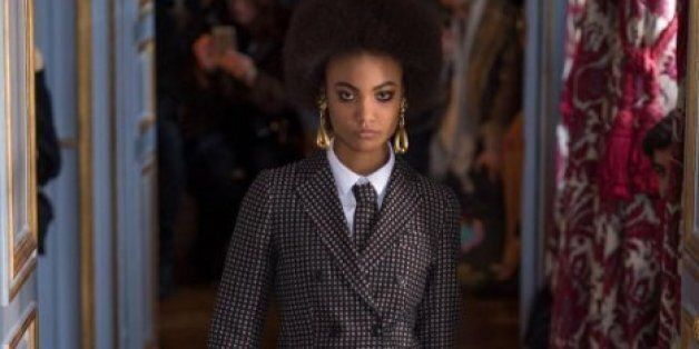 Semaine de mode de Paris: Pour les femmes, la cravate est de