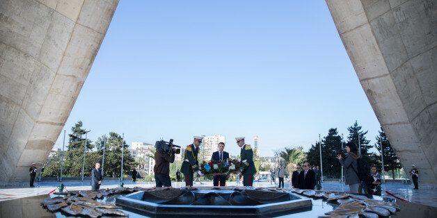 Macron à Alger: En marche vers un