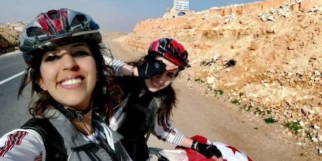 À la découverte de Safé et Mayssa, deux Tunisiennes qui ont traversé une partie du sud de la Tunisie...