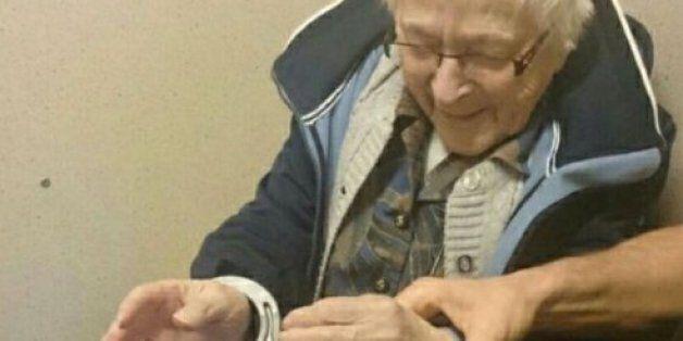Une dame de 99 ans convainc la police de réaliser sa dernière volonté: se faire arrêter