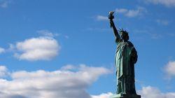 Une banderole pour les réfugiés déployée sur la Statue de la Liberté à New
