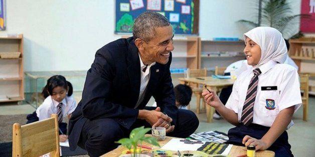 Obama avec une jeune réfugiée en
