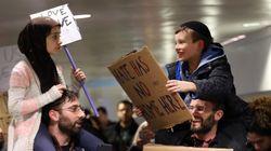 La belle histoire de cette photo d'une manifestation à l'aéroport de