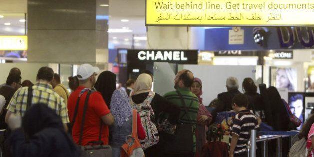 Des premiers cas d'Iraniens et d'Irakiens empêchés de prendre leur avion pour les