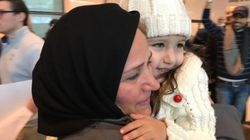 Scènes de joie, retrouvailles: les citoyens de pays musulmans peuvent de nouveau atterrir aux