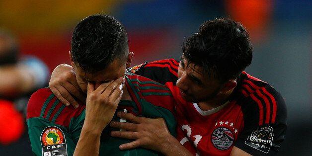 L'Égyptien Mahmoud Hassan réconfortant Faycal Fajr à la fin de la