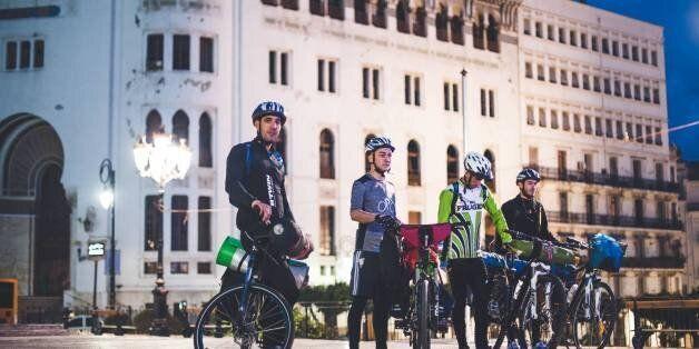 D'Alger à Tamanrasset à vélo: le pari fou de quatre jeunes