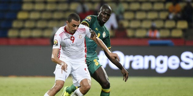 Tunisia's forward Ahmed Akaichi (L) challenges Senegal's defender Kalidou Koulibaly during the 2017 Africa...