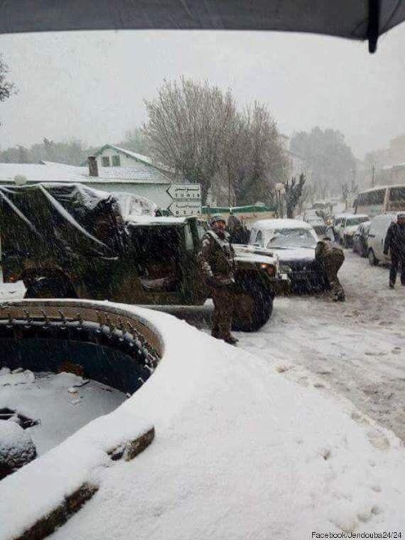 Nord-ouest: D'importantes chutes de neige bloquent une partie du