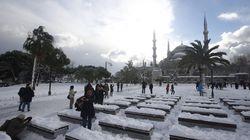 Les habitants d'Istanbul savent comment profiter de la neige après la